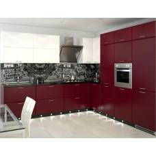 Кухня с крашеными фасадами